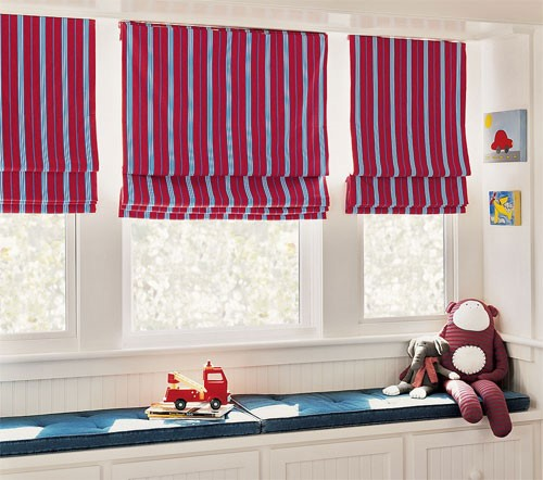 Rèm vải cuốn rất tiện lợi trong căn phòng