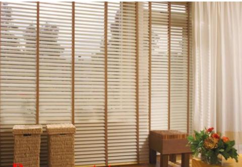 Gợi ý 5 mẫu rèm gỗ phòng khách đẹp cho bạn