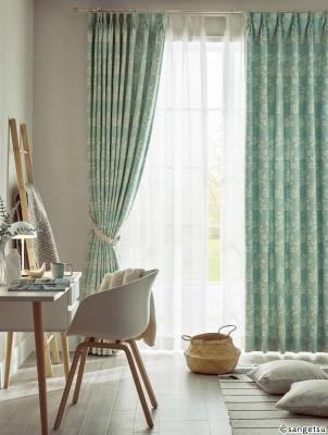 Rèm vải nỉ giúp căn phòng trở nên sang trọng hơn.